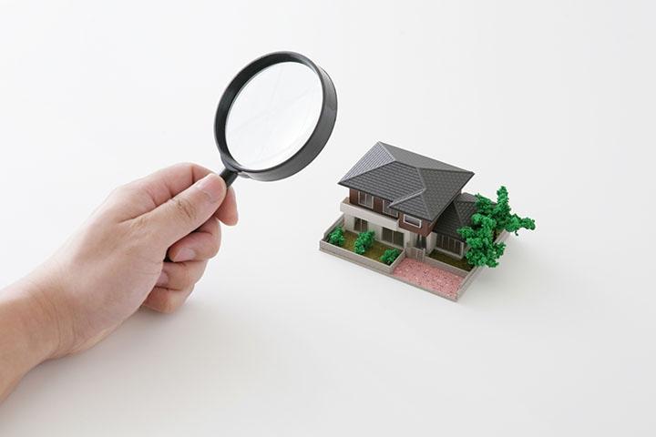 画像:家を虫眼鏡で見る