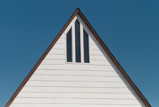 写真:切妻屋根の建物